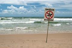 Nessun segno della spiaggia di nuoto Immagine Stock