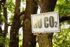 Nessun segno di CO2 che indica nella campagna Immagini Stock Libere da Diritti