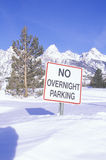 Nessun segno di notte di parcheggio Immagini Stock Libere da Diritti
