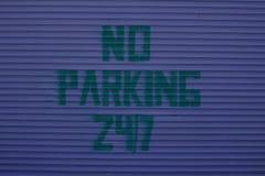 Nessun segno di parcheggio 24-7 Immagini Stock