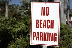 Nessun segno di parcheggio della spiaggia Fotografie Stock Libere da Diritti