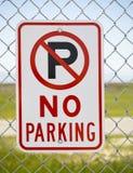 Nessun segno di parcheggio fuori della sosta immagine stock