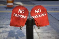 Nessun segno di parcheggio su materiale rosso Fotografia Stock
