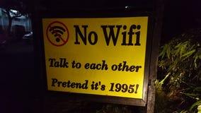 Nessun wifi, parla l'un l'altro Immagini Stock Libere da Diritti
