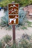 Nessuna bicicletta, nessun animali domestici su questa trascina nel parco nazionale di zion Immagini Stock Libere da Diritti