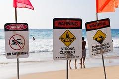 Nessuno shorebreak pericoloso della corrente forte di nuoto Fotografia Stock