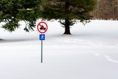 Nessuno Snowmobiling Immagini Stock