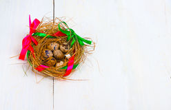 Nest mit Ostereiern Stockfoto