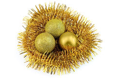 Nest van klatergoud met ballen Stock Fotografie