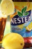 Nestea,刷新做了用真正的茶和自然柠檬味道 Nestea是被冰的茶品牌  免版税库存照片