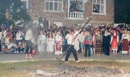 Nestinars avant la danse aux jeux de Nestenar dans le village de Bulgari, Bulgarie Photos libres de droits
