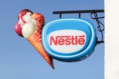 Nestle-Eiscremezeichen lizenzfreie stockfotografie