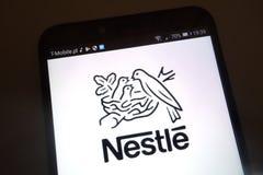 Nestle logo na smartphone obraz royalty free