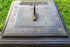 Nesvizh, Λευκορωσία - 17 Σεπτεμβρίου 2016: Ηλιακό ρολόι στο παλαιό πάρκο Στοκ φωτογραφία με δικαίωμα ελεύθερης χρήσης