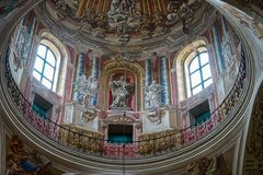 NESVIZH, BIELORRÚSSIA - JUNY 09, 2017: O interior da igreja do Corpus Christi foto de stock royalty free