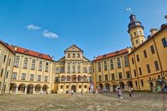 NESVIZH VITRYSSLAND - 29 JULI: Scenisk Nesvizh slott i Vitryssland Royaltyfri Bild