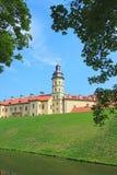 Nesvizhskykasteel op de achtergrond van blauwe hemel Royalty-vrije Stock Foto