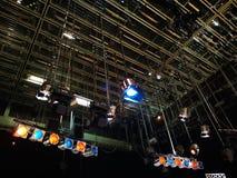 Net van lichten in een televisiestudio stock foto's