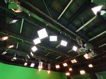 Net van lichten in een televisiestudio stock foto