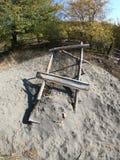 Net voor het schoonmaken van zand in het dorp stock afbeelding