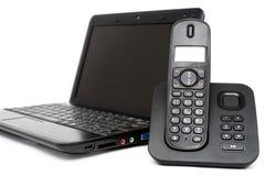 Netbook et téléphone orné photographie stock libre de droits