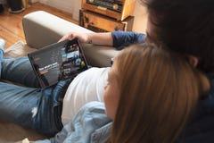 Netflix é um fornecedor global de fluir filmes e série de televisão imagem de stock