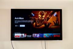 Netflix-Anwendung im Fahrwerk-Fernsehen stockfotografie