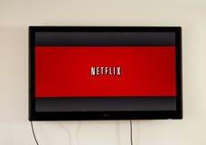Netflix-Anwendung im Fahrwerk-Fernsehen lizenzfreie stockbilder