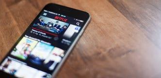 Netflix app no dispositivo móvel Fotografia de Stock