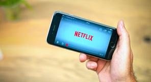 Netflix app op mobiel apparaat royalty-vrije stock afbeeldingen