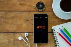 Netflix apps pokazuje na iphone 6s Obrazy Royalty Free