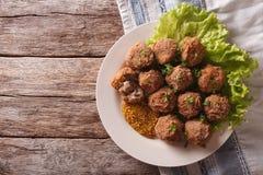 Netherlandish kuchnia: mięsne piłki Bitterballen i musztarda zamknięta Obrazy Stock