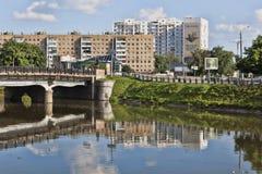 Netichenskybrug over de rivier Kharkiv Stock Foto