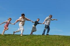 Netos e grandparents que funcionam no gramado Imagem de Stock Royalty Free