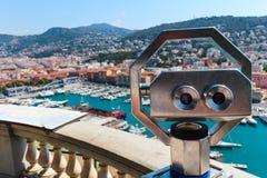 Nett, Frankreich - 16 09 16: Ferngläser auf die Oberseite mit Blick auf Promenade des Anglais, einer der schönsten Dämme von Euro Stockfotos