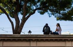 Nett, Frankreich - 2019 Liebhaber auf der Promenade in im Stadtzentrum gelegenem Nizza, französischem Riviera lizenzfreies stockfoto