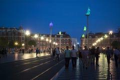 Nett, Frankreich Massena-Quadrat in der Nacht Stockbilder