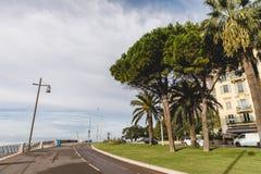 NETT, FRANKREICH - 17. SEPTEMBER 2017: Straße auf Küste der europäischen Küstenstadt stockbilder