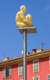 Nett - glühende Statue auf Platz Massena Stockbilder