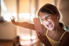 Nett kleines Mädchen lizenzfreie stockbilder