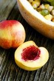 Nettarine e macedonia di frutta Immagine Stock