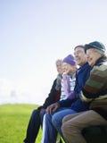 Nette ältere Freunde, die zusammen Zeit verbringen Lizenzfreies Stockbild