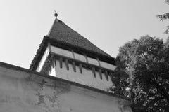 Nette alte verstärkte mittelalterliche sächsische evangelische Kirche im Dorf Somartin, Martinsberg, Märtelsberg, Siebenbürgen,  Stockfotos
