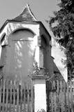 Nette alte verstärkte mittelalterliche sächsische evangelische Kirche im Dorf Somartin, Martinsberg, Märtelsberg, Siebenbürgen,  Lizenzfreies Stockfoto