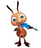 nette Ameisenzeichentrickfilm-figur mit Violine Stockfoto