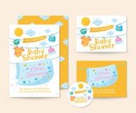 Nette Baby-Decken-und Kleidungs-Thema-Babyparty-Einladungs-Karten-Illustrations-Schablone Lizenzfreie Stockfotografie