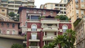 Nette Balkone des teuren Apartmenthauses, Luxuseigentum, Einspieler stock video