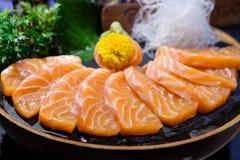 Nette Beschaffenheit und gutes geschmackvolles des Lachssashimis stockfoto
