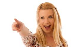 Nette blonde Frau, die in Kopienraum zeigt, wie sie eine PR zeigt Stockbild