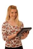 Nette blonde Frau mit dem Tablet-Computer lokalisiert über weißem backgr Lizenzfreie Stockbilder